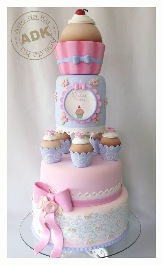 cupcake cake WOW there are no words. so cutesy!