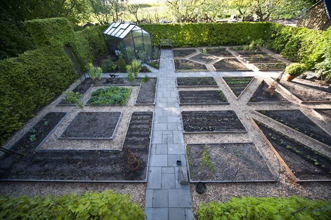 Potage garden layout - the triangles adds some interest
