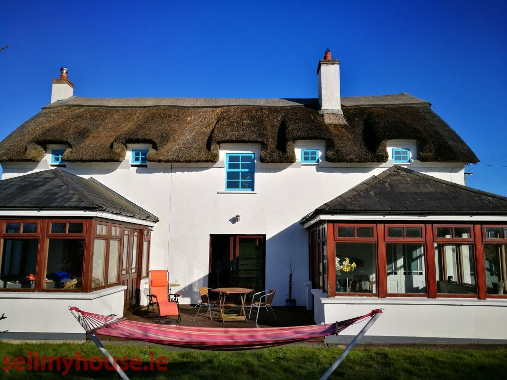Cnoc Na Saileach Large Two Storey Thatched Farmhouse Style Property In Excellent Condition Beautiful Sea Views Within A Property Property For Sale House Styles