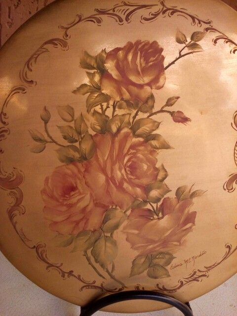 Pintura sobre ouro na porcelana.