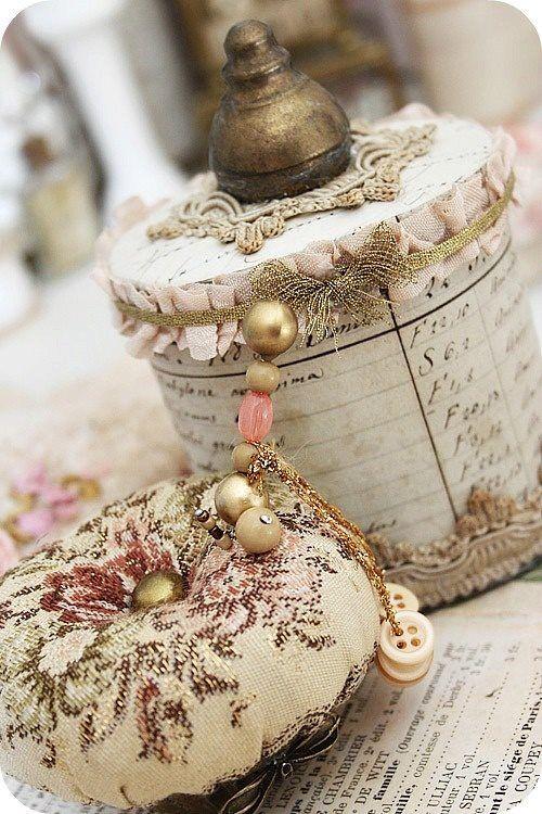 ❥ box and pin cushion