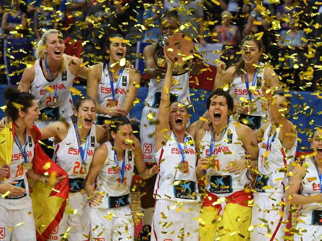 La Selección Española Femenina De Baloncesto Campeona De Europa Magazinespain Com Seleccion Española Campeones Baloncesto