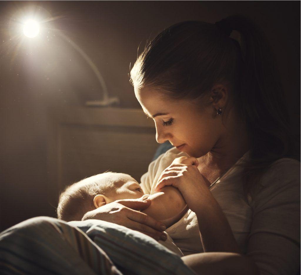 Por Que E Importante Amamentar De Madrugada Bebes Dormindo