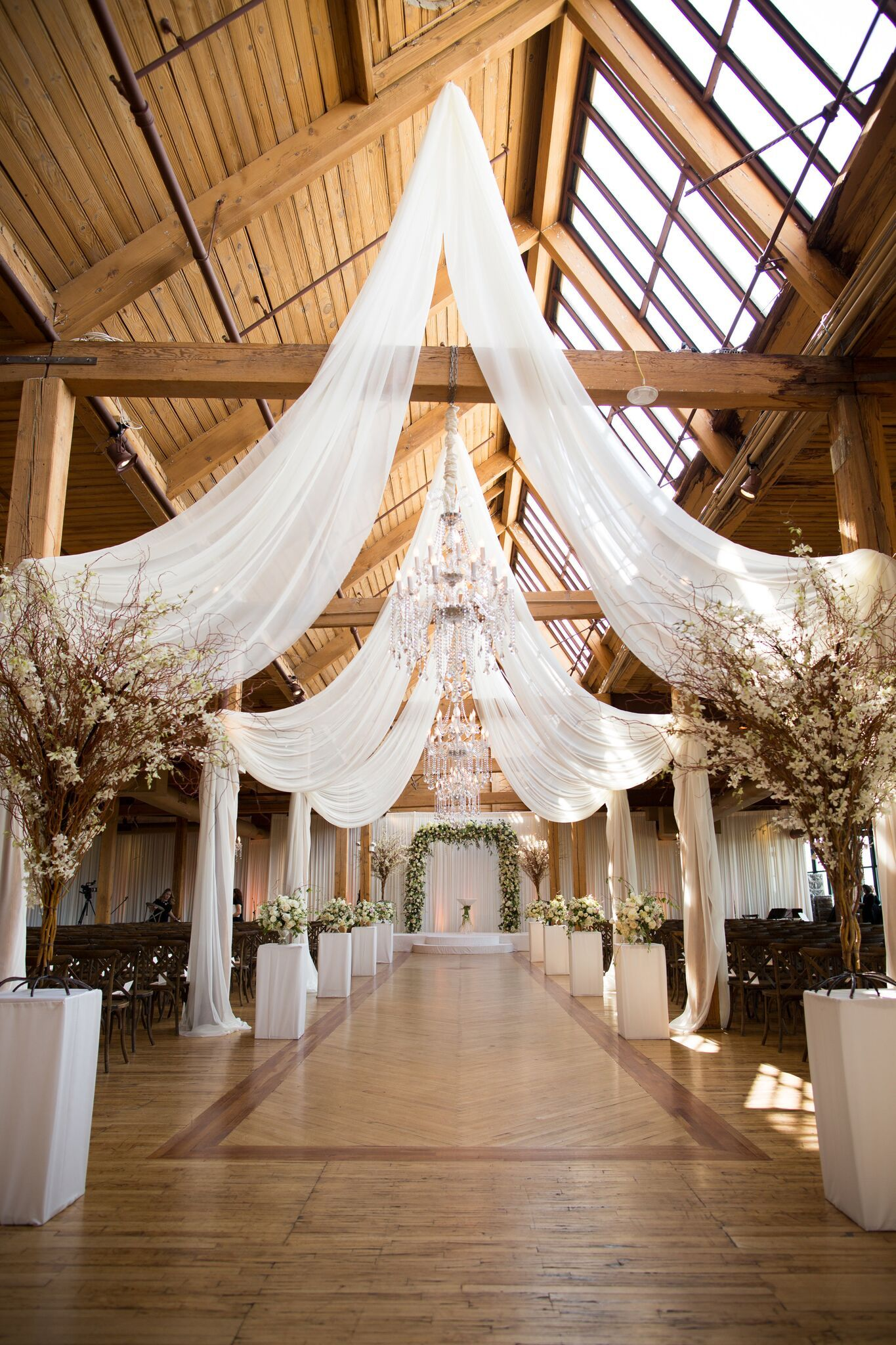 Pin By Wrap It Up Parties On Rustic Glam Wedding At Bridgeport Art