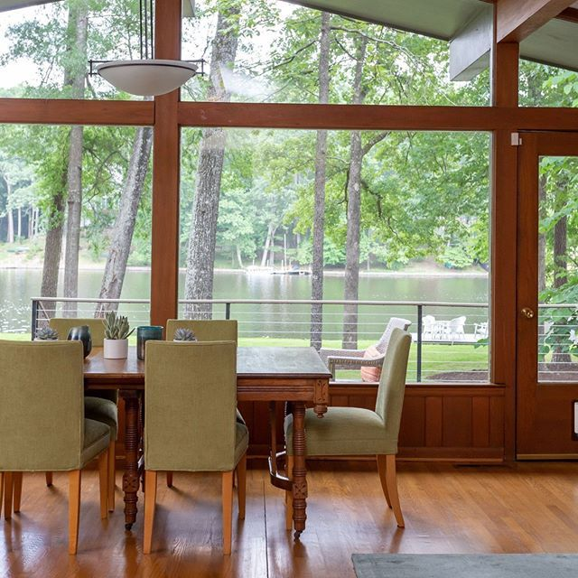 THE LAKE HOUSE! It's here and it's 😲, ya'll! Let us show you how we gave this amazing waterfront beauty new life, CFD-style 🌅 TODAY on the blog- Link in bio!!  #catfrenchdesign #interiordesign #customdesign #lakehouse #lakelife #sunnydays #water #chapelhill #chapelhillinteriordesign #teamcfd #raleighnc #durhamnc #interiordesign #interiordesigner #getaway