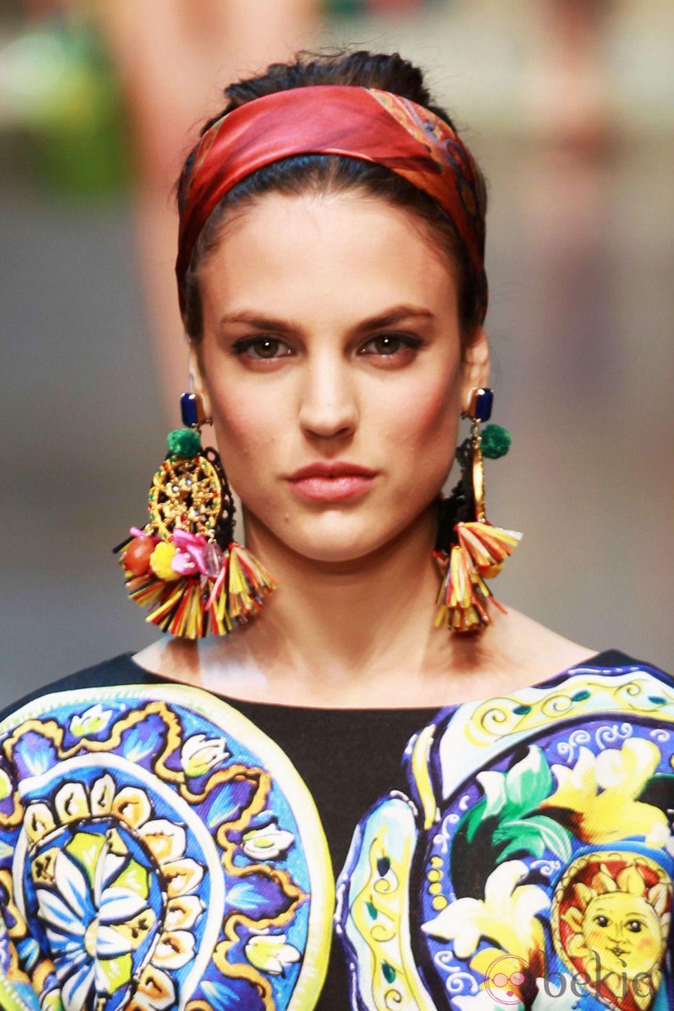 Complementos XXL en el desfile de Dolce & Gabbana en la Semana de la Moda de milán primavera/verano 2013