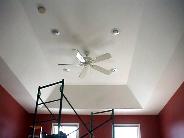 tray ceiling with fan and recessed lighting