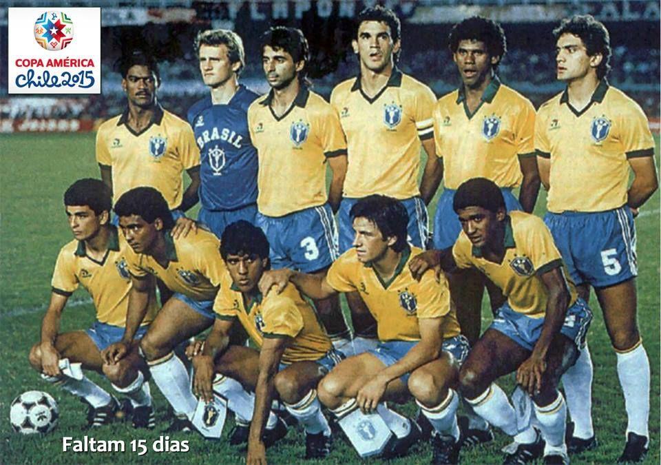 COPA AMÉRICA de 1989. Maracanã: 132.743 pessoas. A SELEÇÃO BRASILEIRA faz 1 a 0 sobre o Uruguai e conquista a competição depois de 40 anos.  FALTAM 15 DIAS para a estreia do BRASIL na Copa América 2015 e a contagem regressiva de hoje fica por conta dos CAMPEÕES de 1989: Mazinho, Taffarel, Mauro Galvão, Ricardo Gomes, Aldair e Branco (em pé). Bebeto, Romário, Silas, Dunga e Valdo (Foto: Gerência de Memória e Acervo da #CBF)