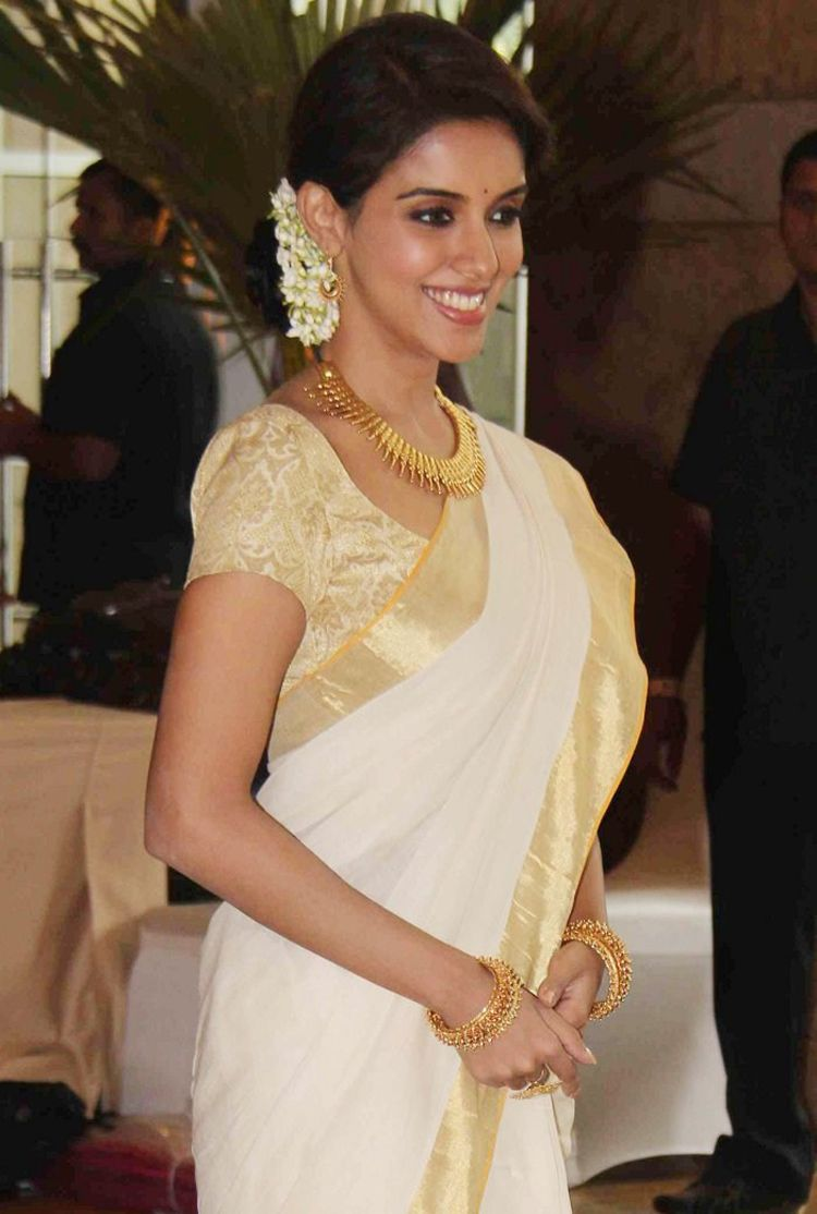 The Kerala Saree White And Gold How Could That Ever Ever Go Wrong Kerala Traditional Saree Kasavu Saree Set Saree