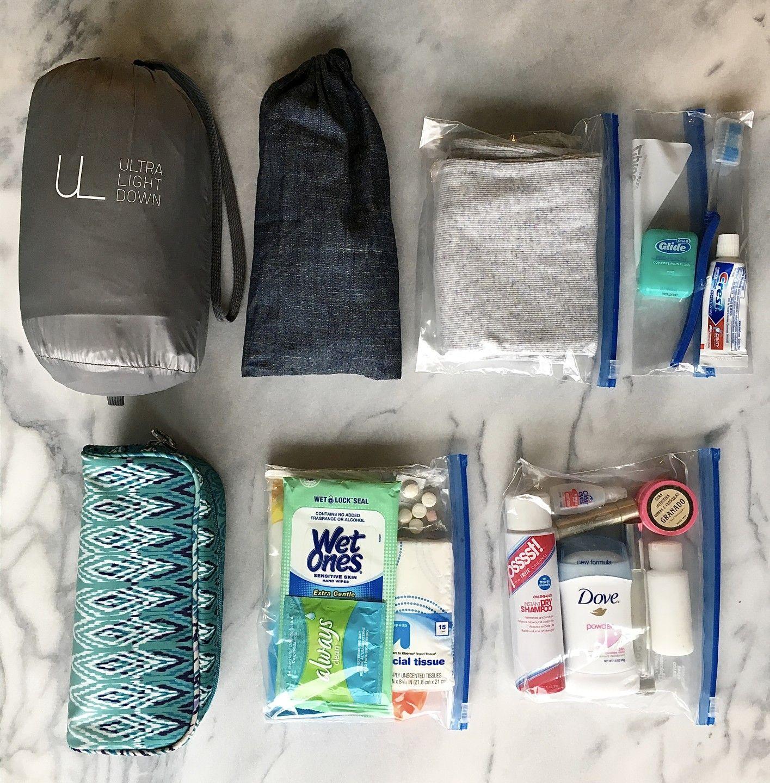 Quem não precisa de uma ajuda para organizar sua mala de mão para viagens internacionais? Aqui seguem as dicas salvadoras da querida Flavia Koetz.