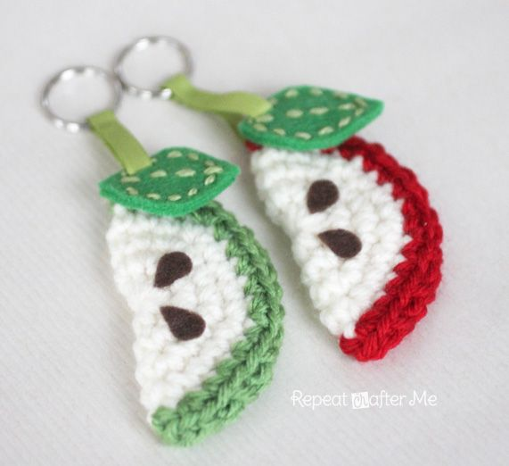 Free Crochet Pattern: Apple Slice Keychain. Could change the colors to make it a…