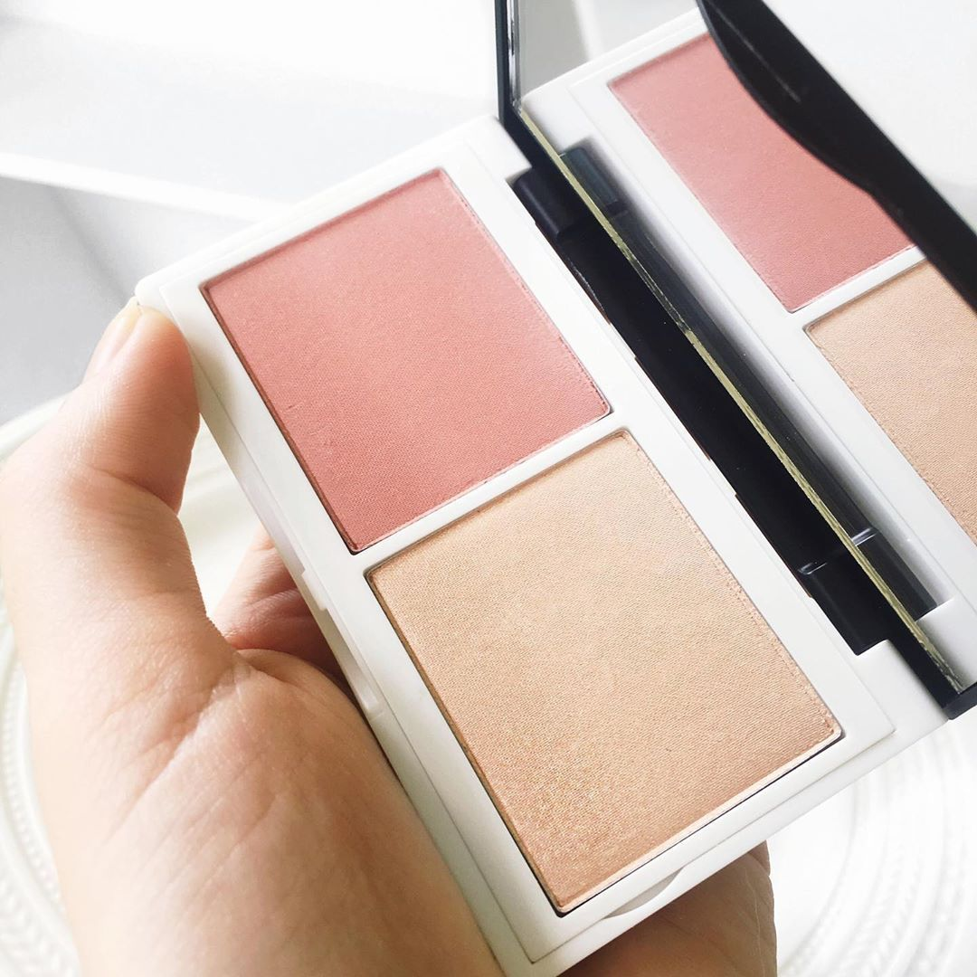 I've been obsessed all summer with this palette. Coralista from Lily Lolo. It has a matte coral bush with the champagne Illuminator and it… #lilylolo I've been obsessed all summer with this palette. Coralista from Lily Lolo. It has a matte coral bush with the champagne Illuminator and it… #lilylolo I've been obsessed all summer with this palette. Coralista from Lily Lolo. It has a matte coral bush with the champagne Illuminator and it… #lilylolo I've been obsessed all summer with this pale #lilylolo