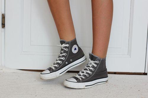 Envío líder entrevista  Tumblr White Converse High Tops | gray converse on Tumblr | Grey ...