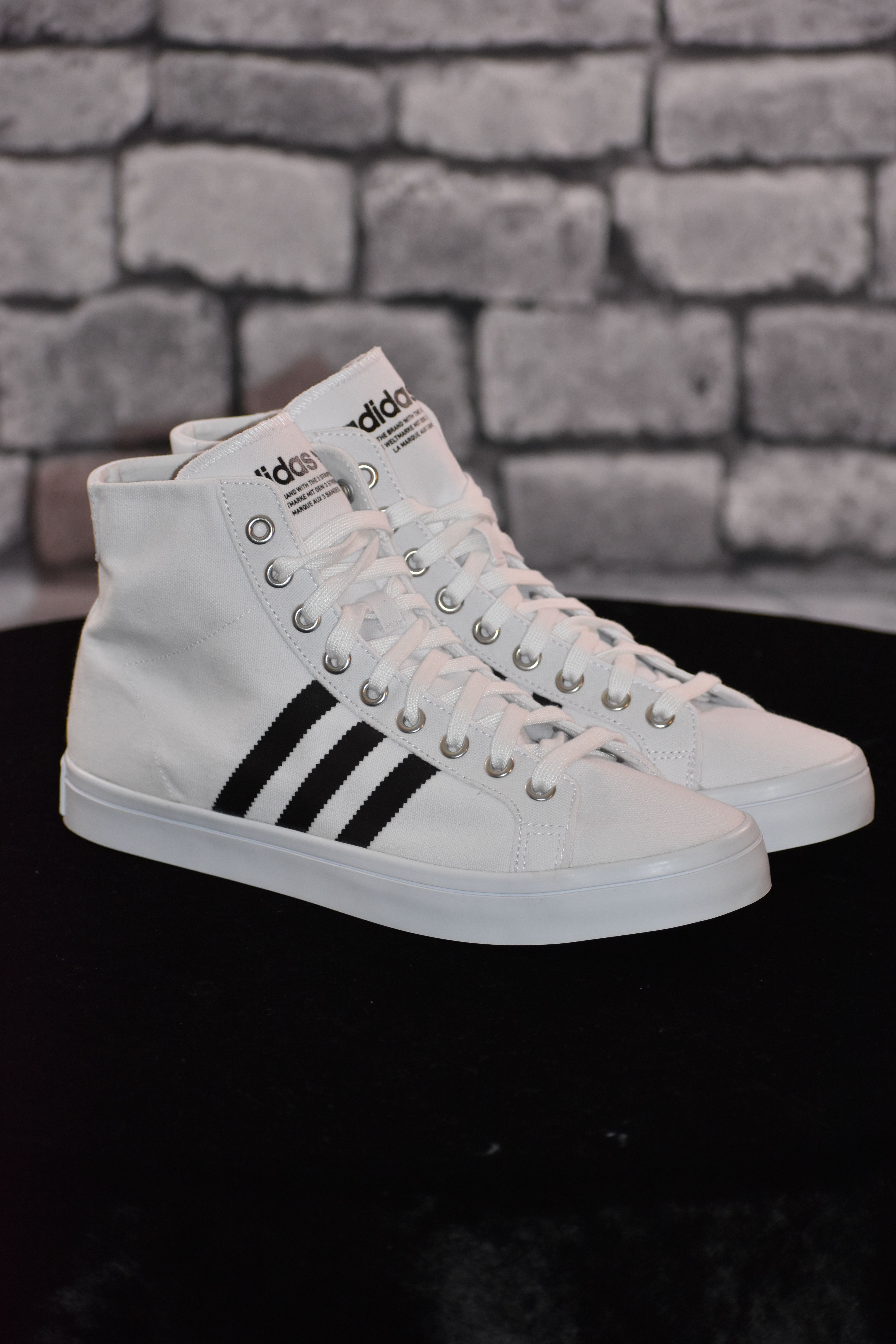 ADIDAS MENS BLACK & WHITE SNEAKERS SIZE US 11  BRAND NEW