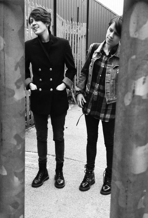 Boots, jeans, layers. Tegan and Sara, always styling!