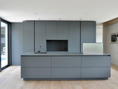 Puristische Küche in Grau - Küchen - Referenzen - La Cucina é Casa - küchen in grau