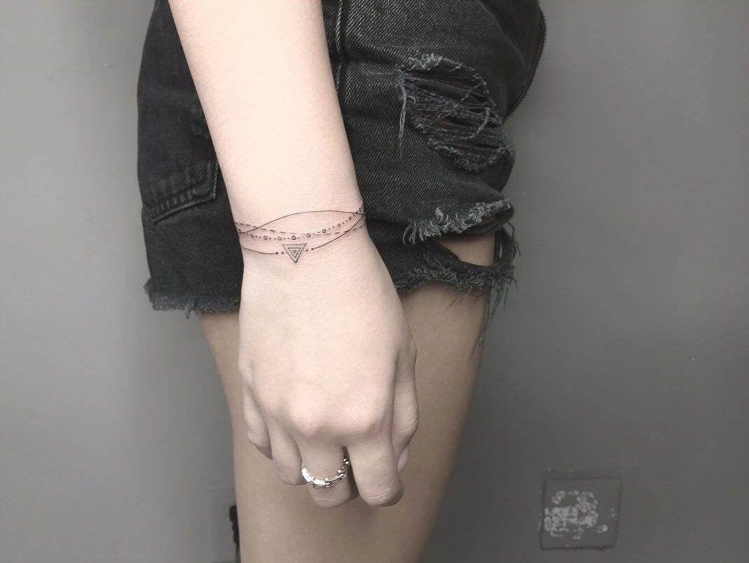 Wrist bracelet tattoo for girls tatouages pinterest bracelet