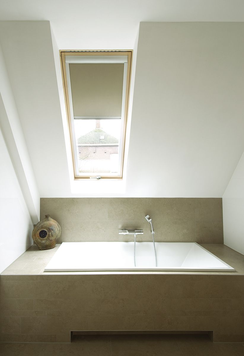Simple Desing Of Bathroom In The Attic Fakro Roof Windows And Roller Blind Attic Inspirational Fakro Roo Bathroom Inspiration Bathroom Bathroom Interior