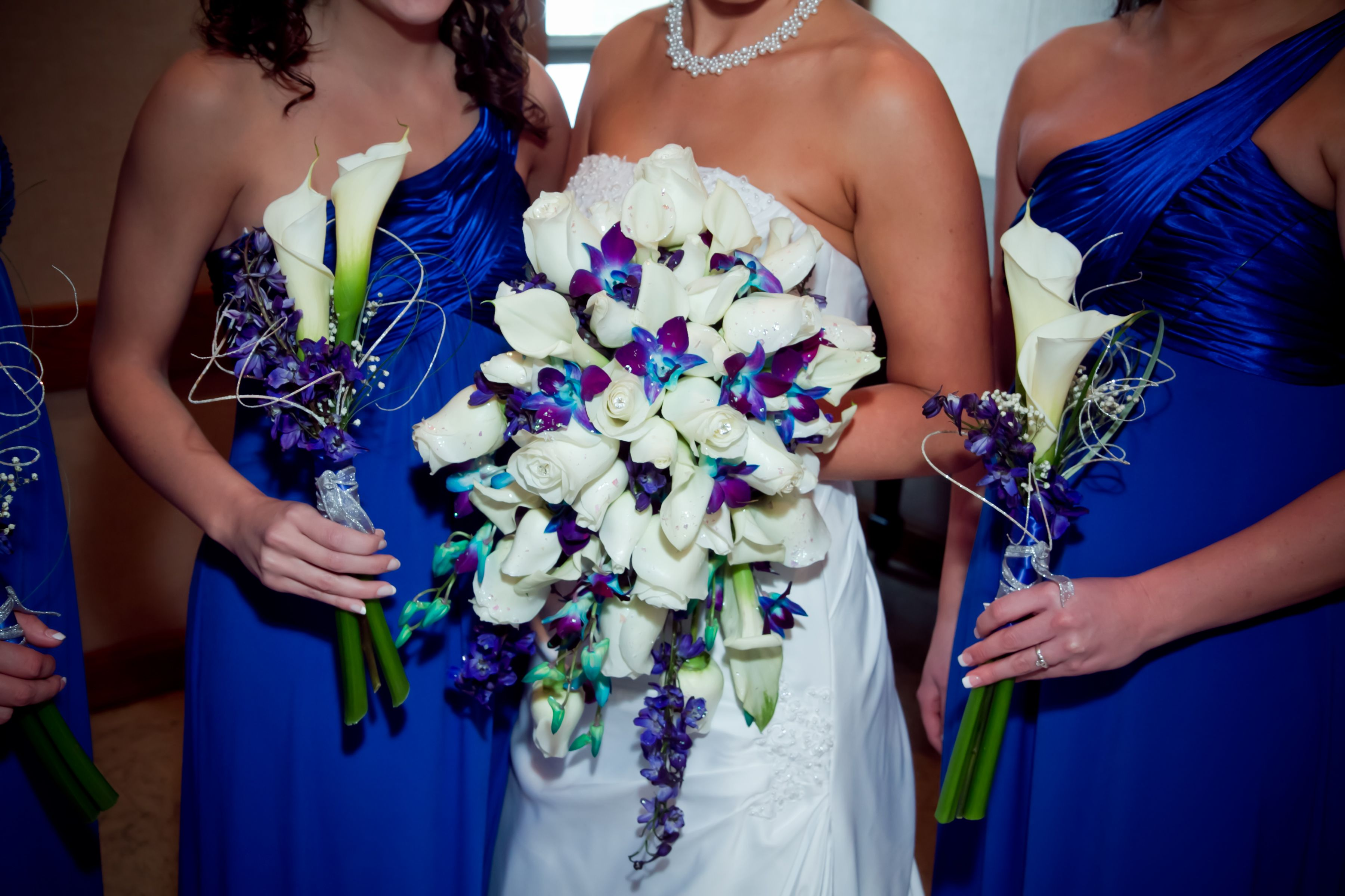 Love The White And Blue Go With Stargazer Lilies Or White Roses