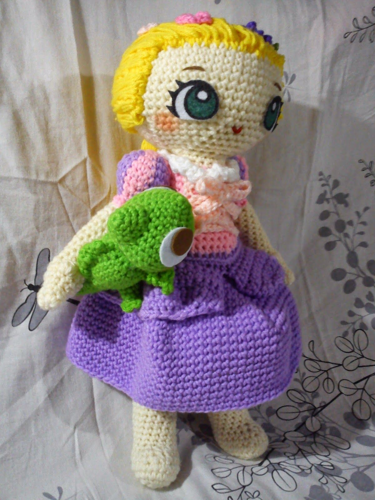 A sweet chameleon, it's Pascal from Tangled! | Disney crochet ... | 1600x1200