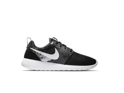 Nike Roshe Run Print Women's Shoe. WANT   Shoe print, Nike