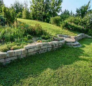 comment am nager son jardin en pente jardin pinterest jardins jardin en pente et. Black Bedroom Furniture Sets. Home Design Ideas