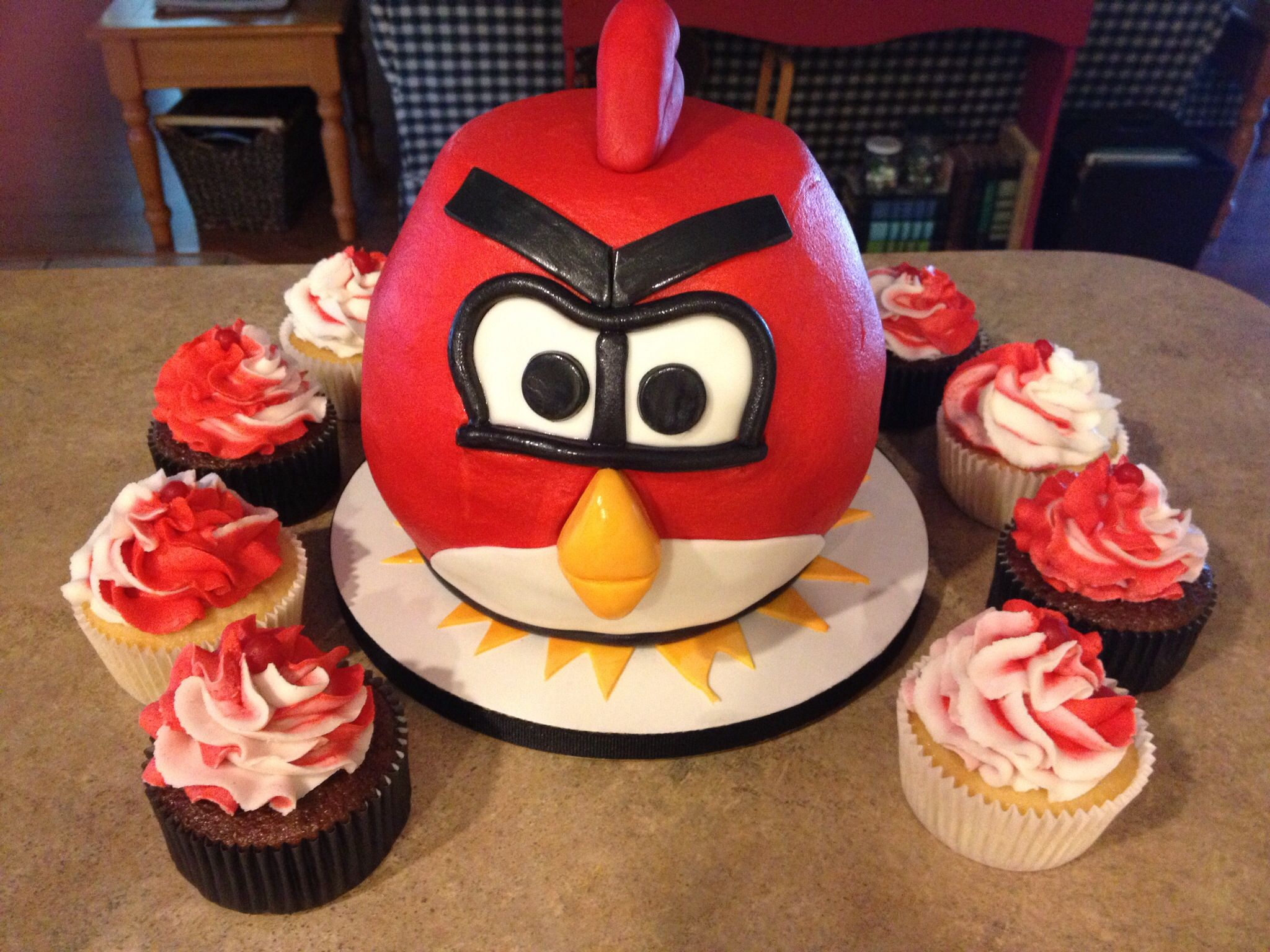 Angry bird cake angry birds cake bird cakes cake