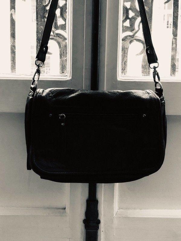 fa86c607ab Sac en cuir noir Nat&Nin | inspiration mode | Bags, Michael kors jet ...