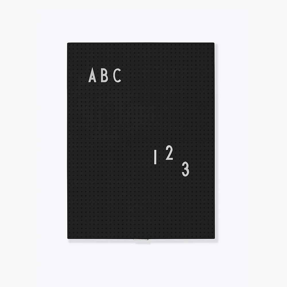 Message board Designletters, svart A4