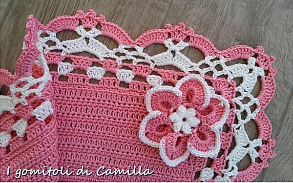 Copertina rosa con bordo di pizzo e fiore  i tutorial di Camilla dc4ebf7564ed