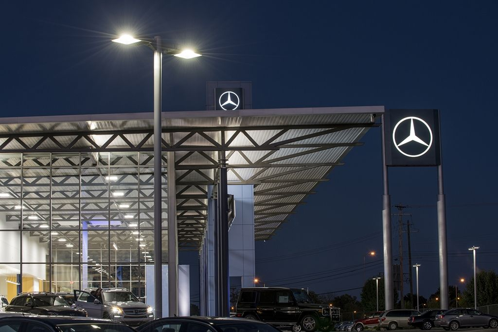 Get details of authorized MercedesBenz car dealers