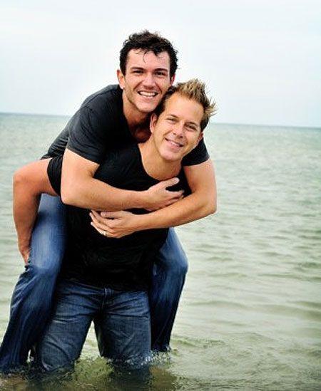 Are dan and shay gay