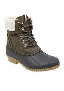 ca9ec6eeab0fd The Raelene Duck Boots by Tommy Hilfiger are designed with a rubber  exterior with a soft lining to protect your feet in the rain or snow. (Size  10)