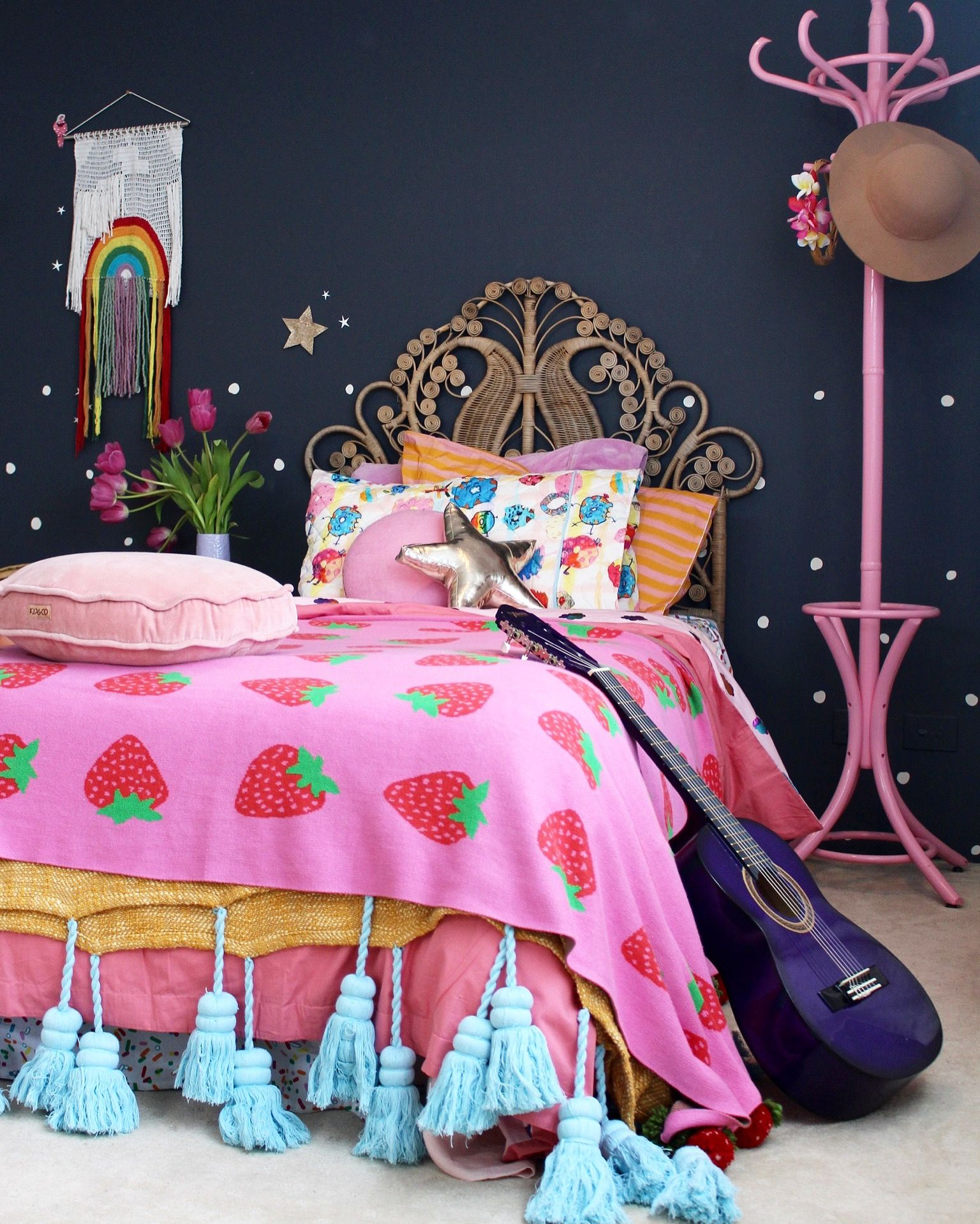 Colorful Kids Room Design: Girls Bedroom Ideas Using Vintage