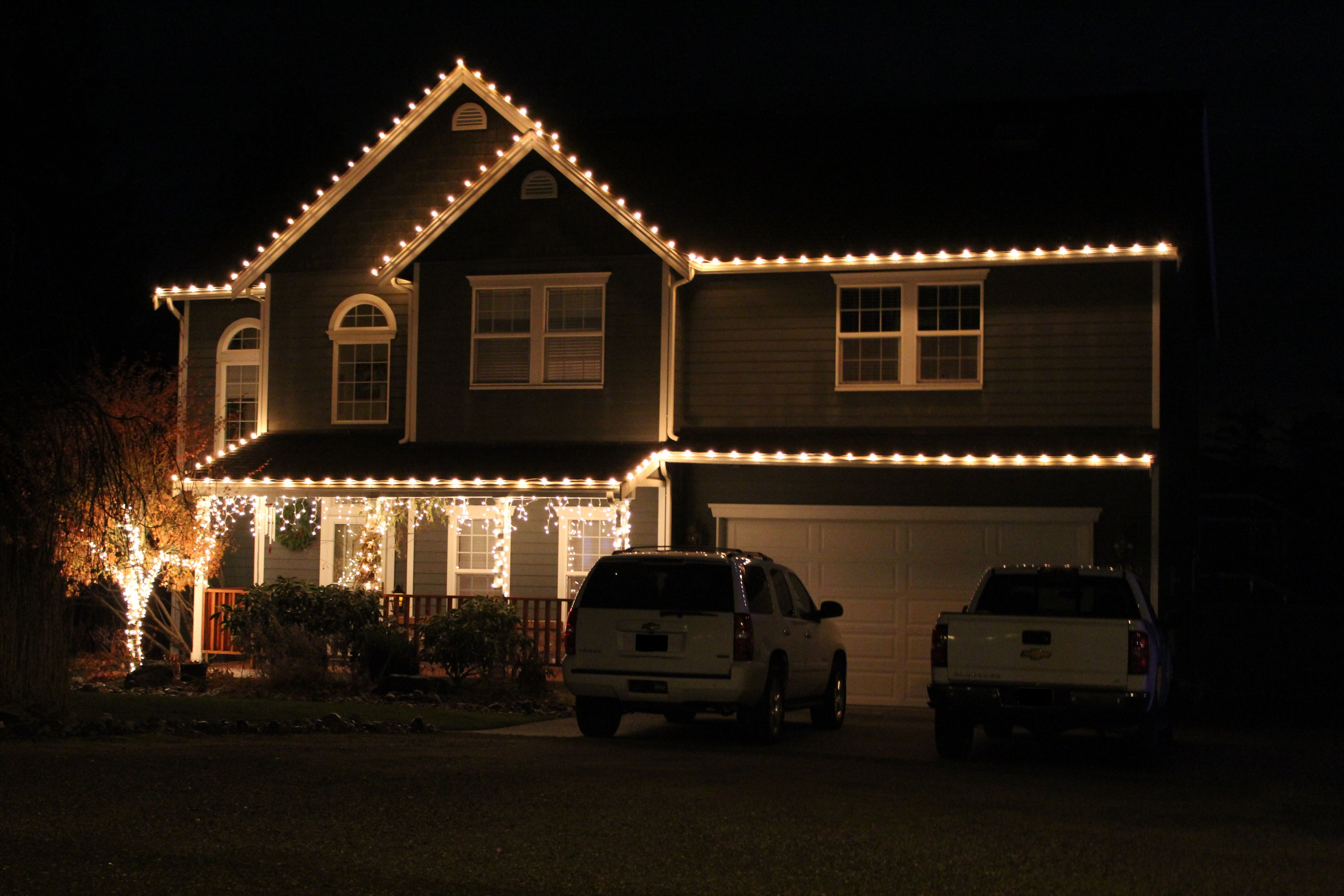 Roofline Lighting Decorating With Christmas Lights Christmas Light Displays Christmas Lights