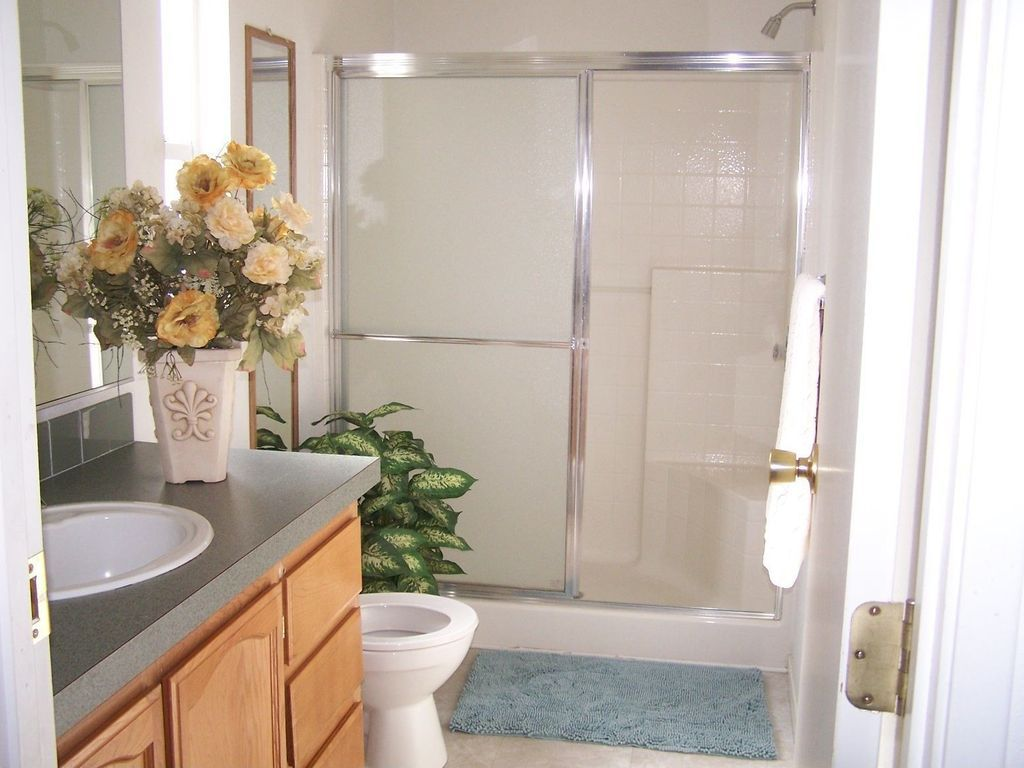 Great Traditional 3 4 Bathroom With Raised Panel Stone Tile