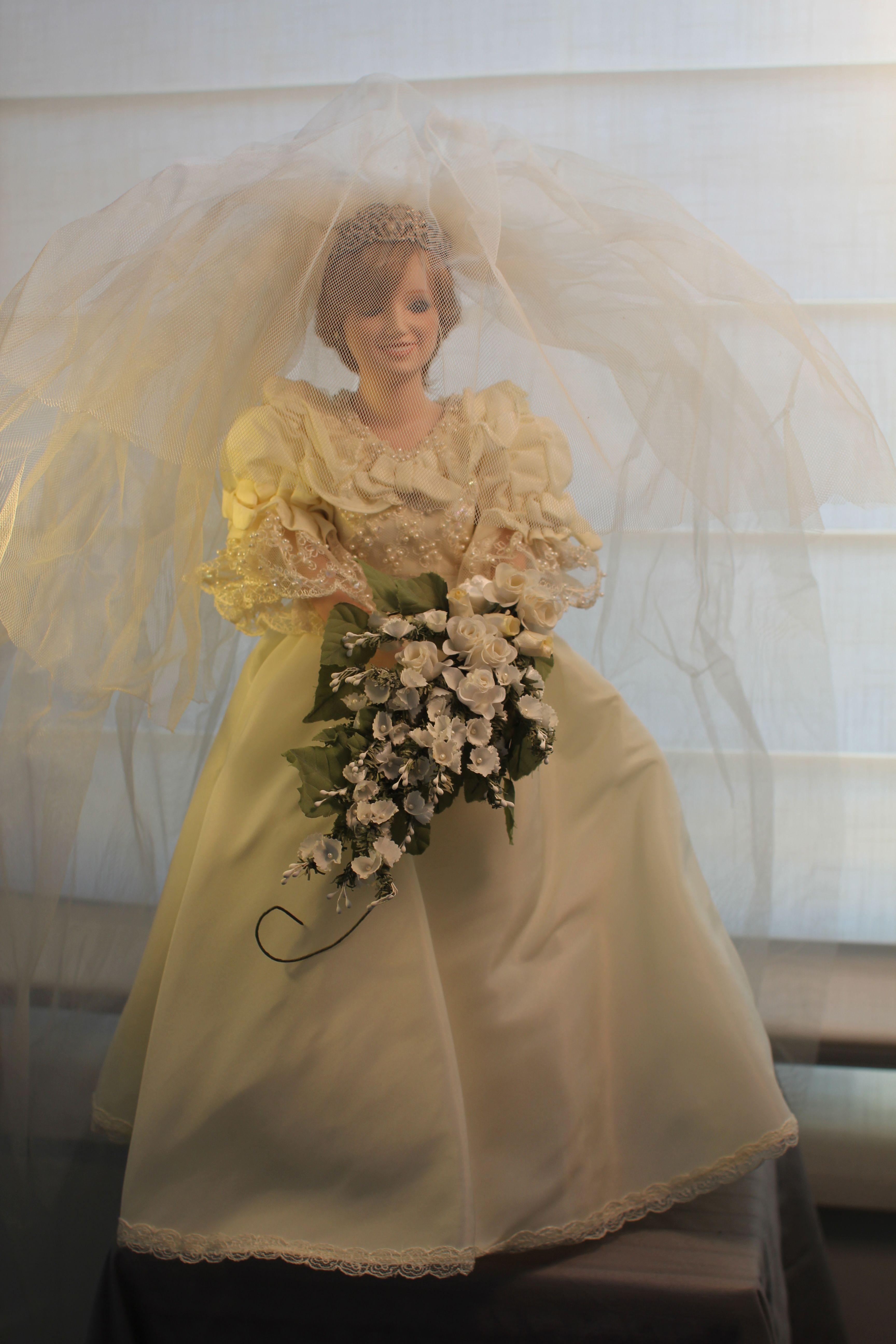 Gorgeous Princess Diana bride doll, vintage (1980\'s). For sale ...