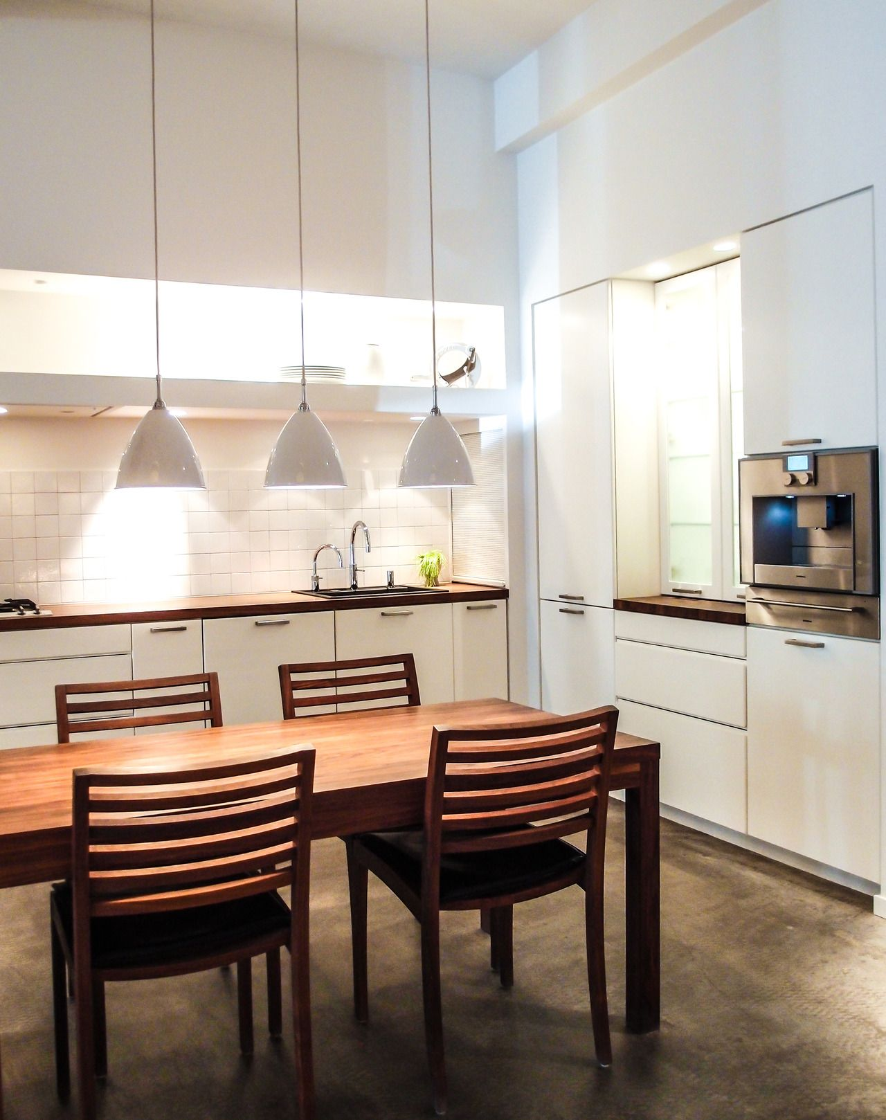A White Kitchen In Multiform S Copenhagen Showroom The Elegant Dining Table And Chairs Add An