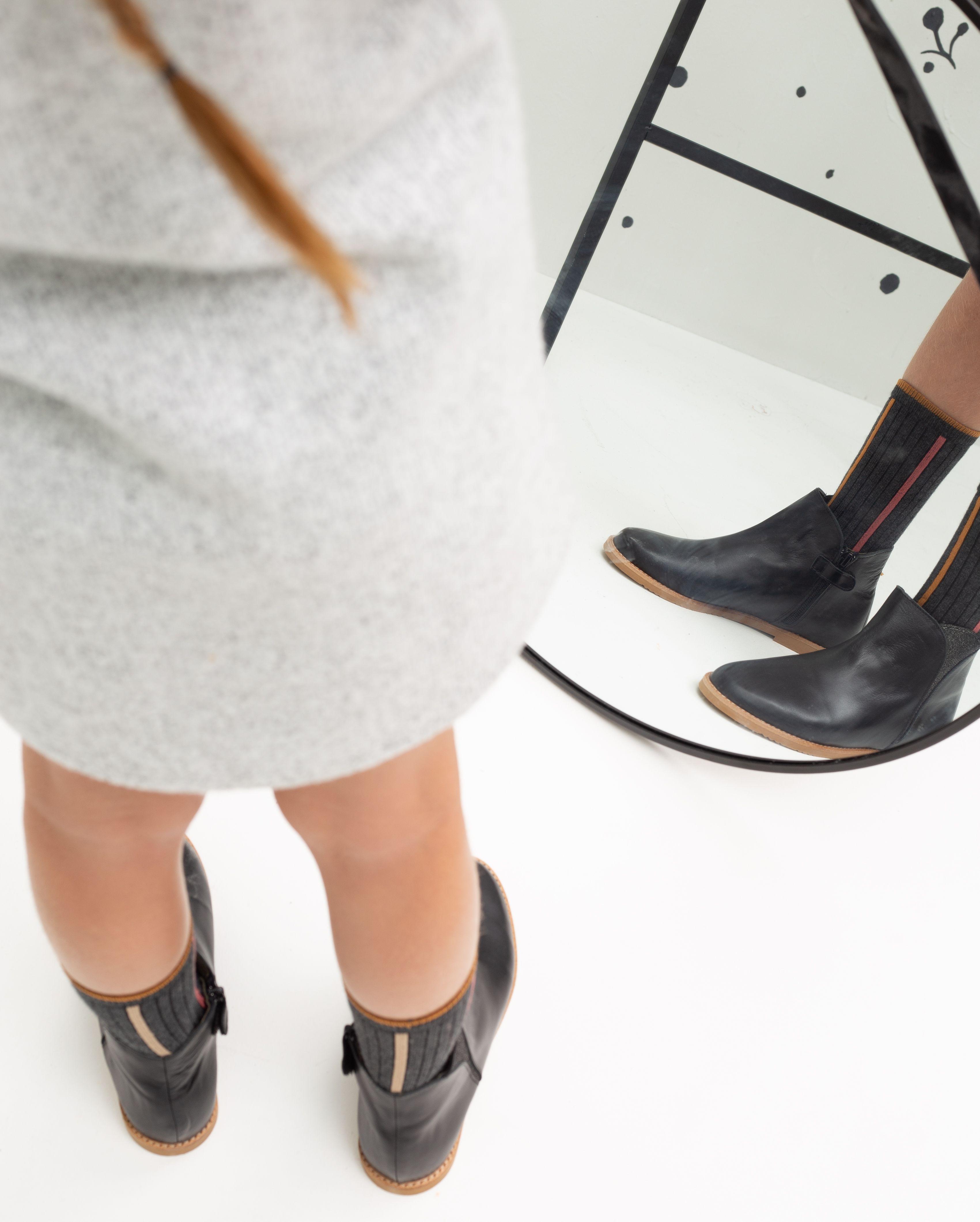 2f320edef Botines de ante para niña. Zapatos para niña de la marca ganzitos. Descubre  todo