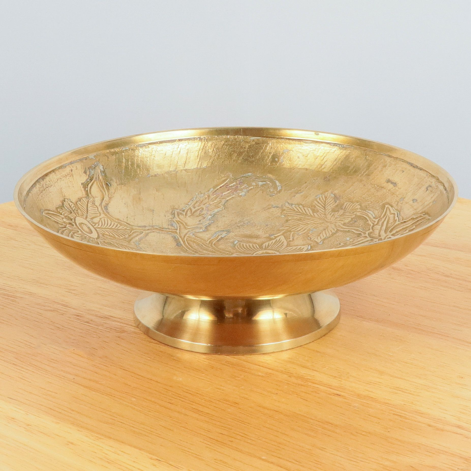 Brass embellished bowl Unique brass bowl Intricate brass decor Italian decor Entryway Brass italian bowl Scalloped brass Vintage bowl