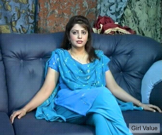 Pakistani girl in salwar kameez dress