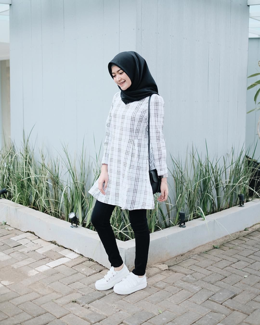 Tutorial Hijab Segi Empat Sari Endah Pratiwi