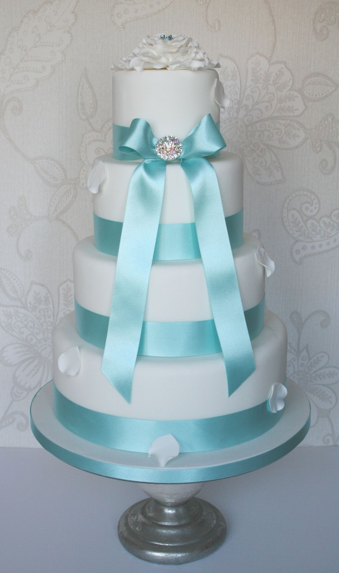Tiffany Blue Is Such A Gorgeous Color When I Think Of Wedding Automatically Pair It With Bling