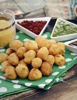 Moong Dal Pakoda ( Mumbai Roadside Recipes)