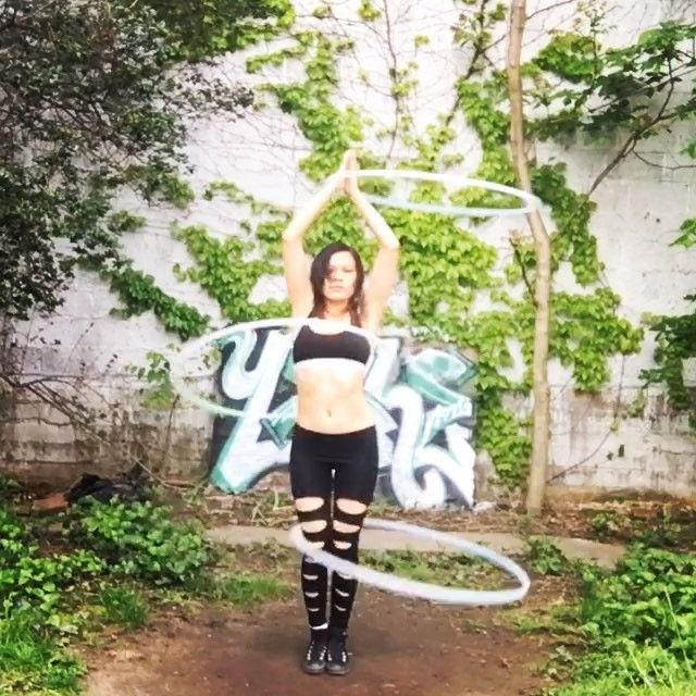 @safirehoopdance you're the best teacher ever!! Thank you!!! This morning I split two hoops on body and was able to move the middle hoop on chest shoulders and WAIST!!! P.s. If anyone is interested in taking any of @safirehoopdance online hoop classes use spinmedizzy for a discount  Song: #smokeytaboo#cocorosie @coco.rosie by spin_me_dizzy