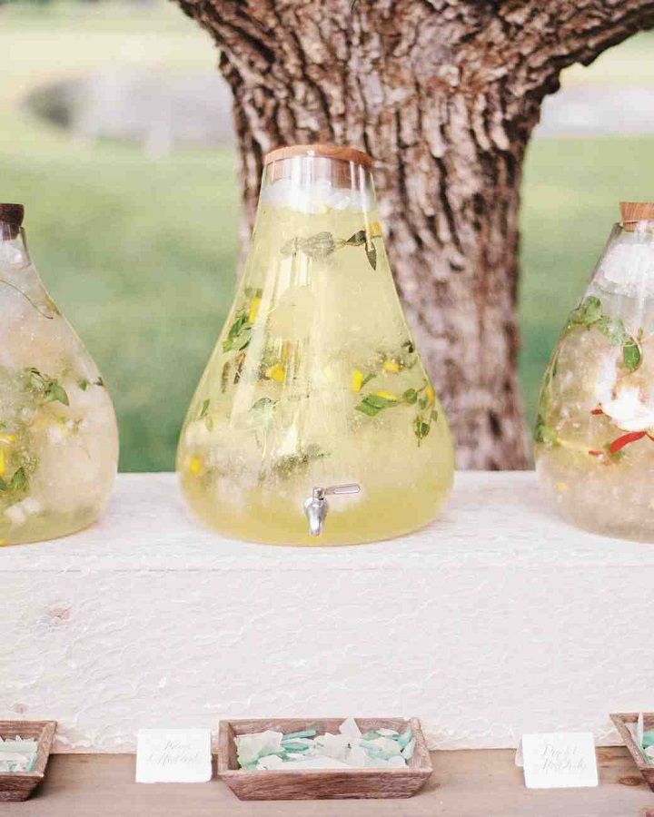 Fruit-and-mint-infused water helped keep guests cool and refresh #summerwedding #weddingideas