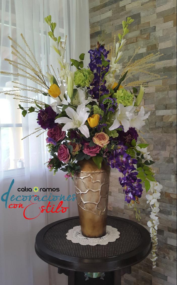 Hermoso arreglo con flores artificiales jardineria - Decoracion de jarrones con flores artificiales ...