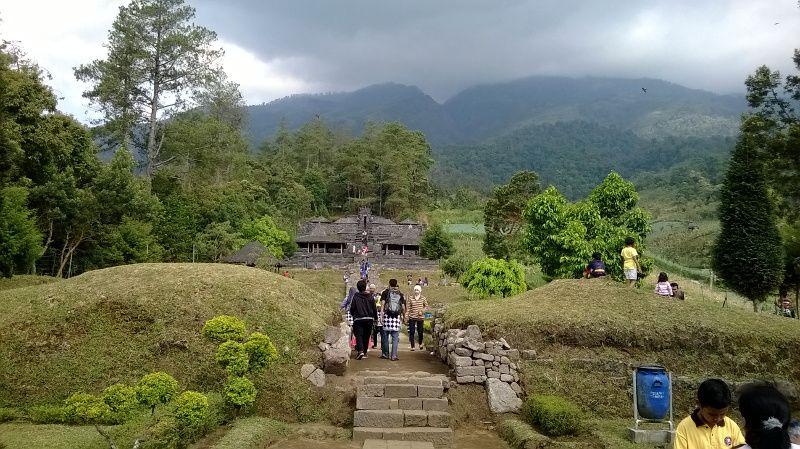 Candi Cetho Yang Berada Di Kaki Gunung Lawu Sebelah Barat Memiliki