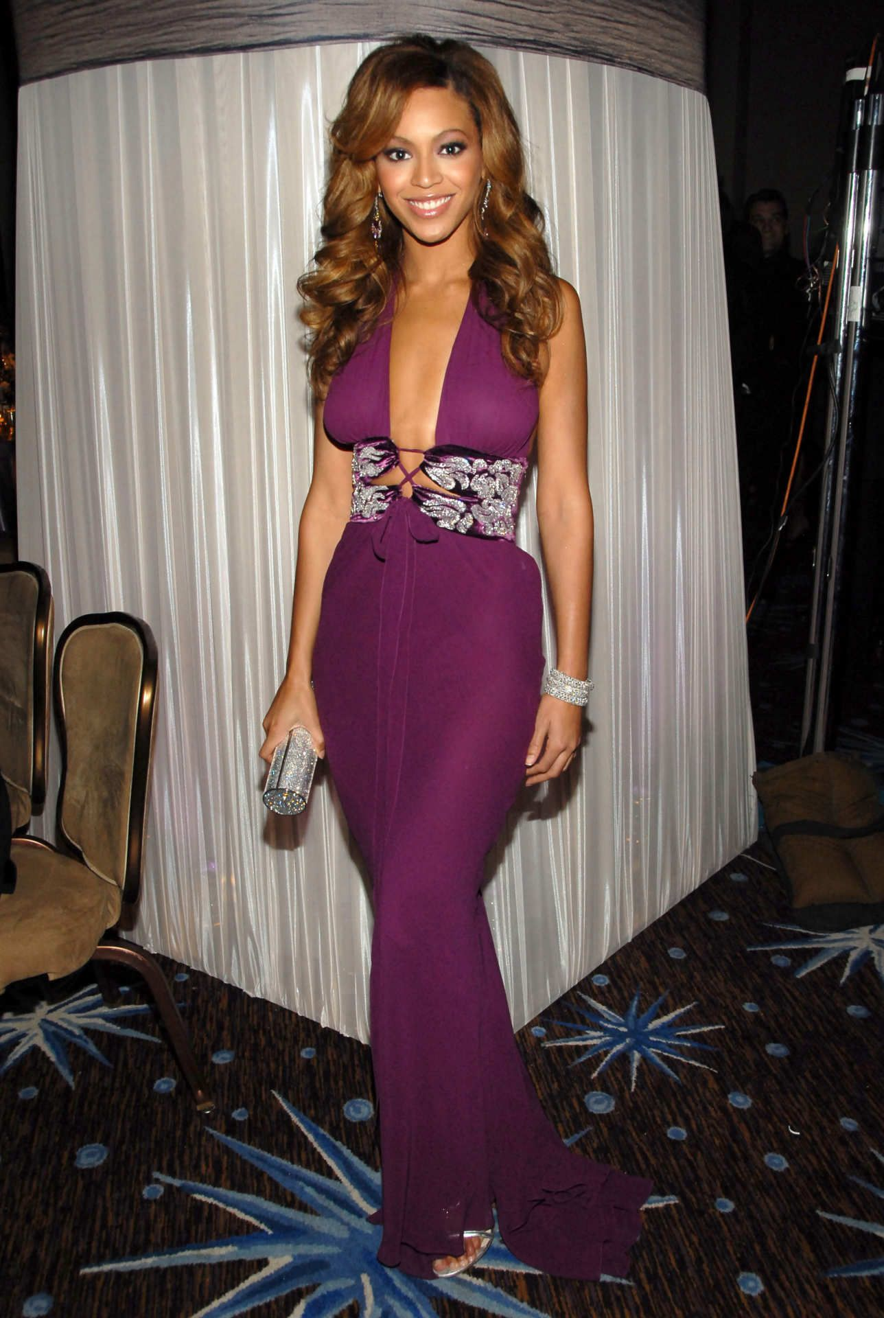 Beyonce Can Even Make A Fedora Look Glamorous Beyonce Outfits Celebrity Dresses Fashion [ 1920 x 1288 Pixel ]