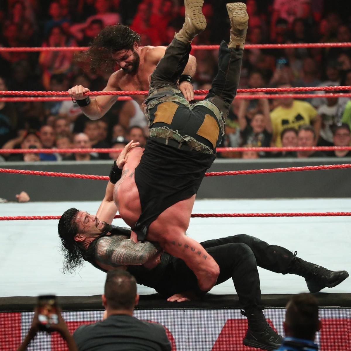 Photos Ten Superstars Collide With Wild Battle Royal For The Right To Challenge Lesnar Battle Royal Roman Reigns Wwe Photos